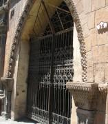 Ворота на Абовяна, ведущие во двор дома