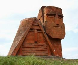 Памятник «Мы и наши горы»