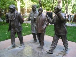 «Мужчины» скульптора Давида Минасяна