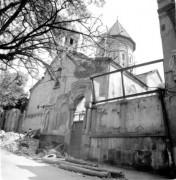 Мугну Сурб Геворг в процессе разрушения