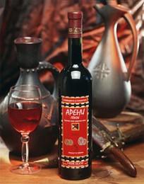 Натюрморт с армянским вином. Арени