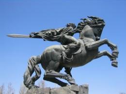 Кочар. Памятник Давиду Сасунскому. Кованая медь, гранит. 1959